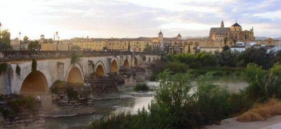800px-Cordoba,_Roman_Bridge_and_Mosque-Cathedral