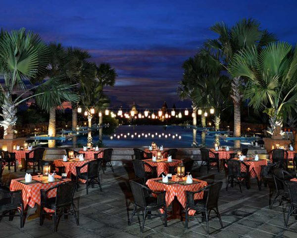 Aureum Palace Hotel Outdoor Dining