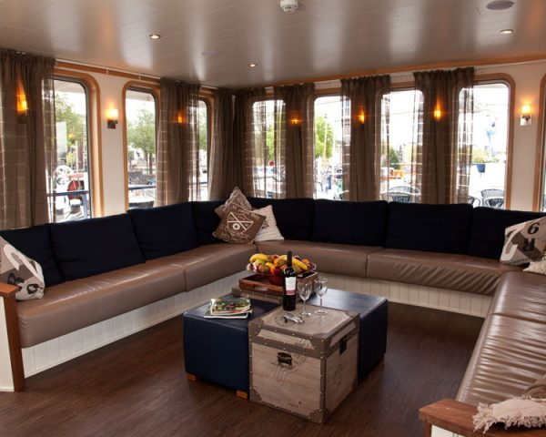 Barge Iris Lounge