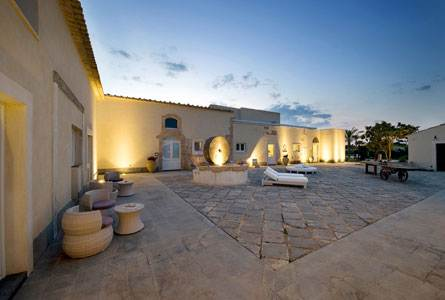 Borgo Exterior