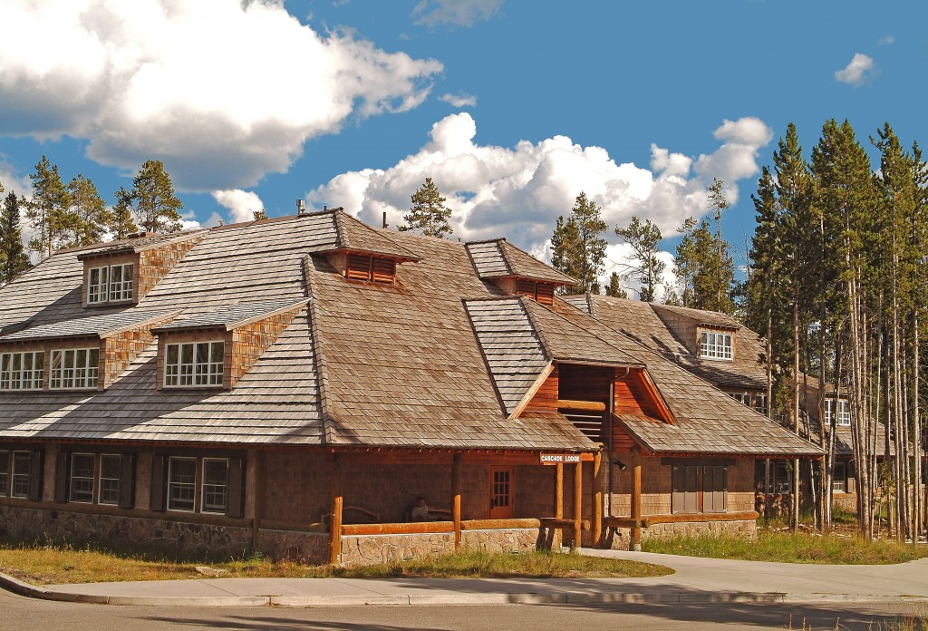 Grand teton yellowstone walking tour vbt for Yellowstone log cabin hotel