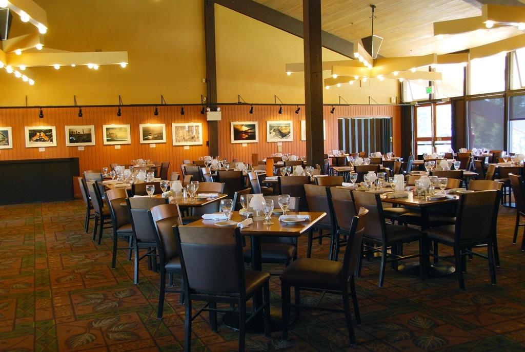Grand dining
