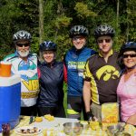 Classic Vermont Biking Tour, Bikers having a snack