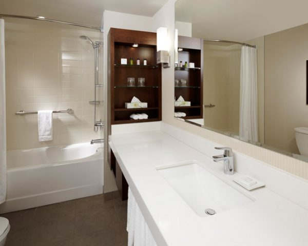 Delta Hotels by Marriott Montreal, Bathroom