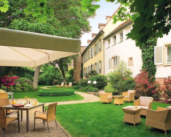 Hotel A La Cour d'Alsace Terrace Garden