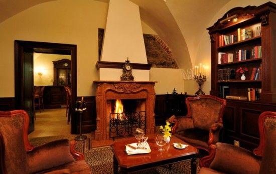 Hotel Arcadia Library Bar
