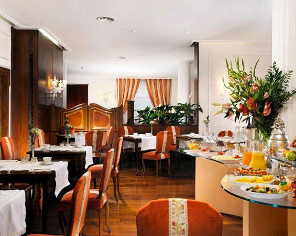 Hotel De La Ville Dining