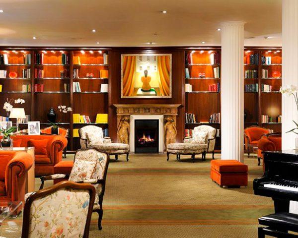 Hotel De La Ville Library