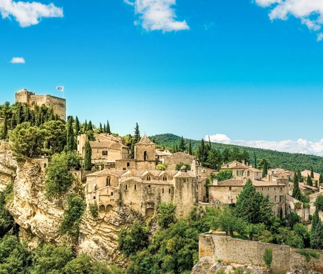 Walk a medieval town on your provence trip
