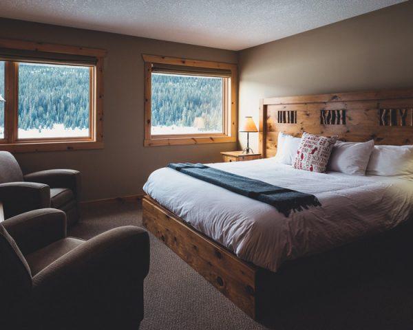Mt. Engadine Lodge Bedroom
