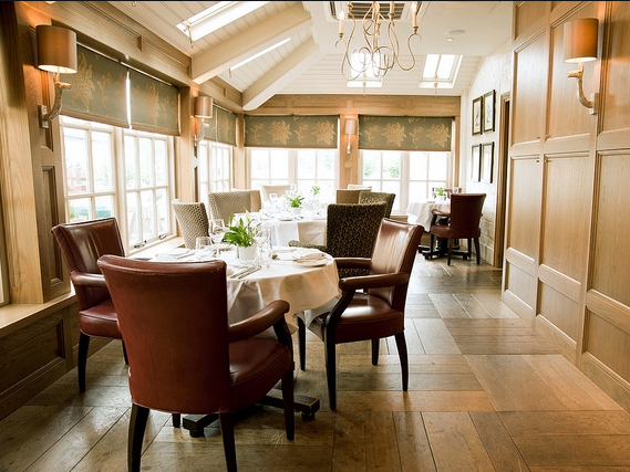 Noel Arms Hotel dining