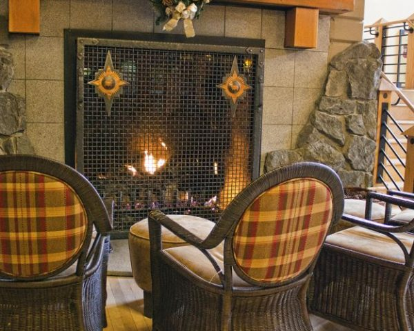 Old Faithful Snow Lodge, Lobby Fireplace